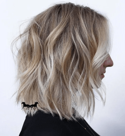 Carré dégradé flou blond